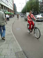 写真3.自転車道を走っているようす